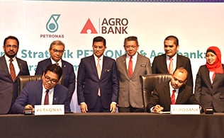 Gallery - Agrobank – PETRONAS Strategic Collaboration to Empower B40 Groups